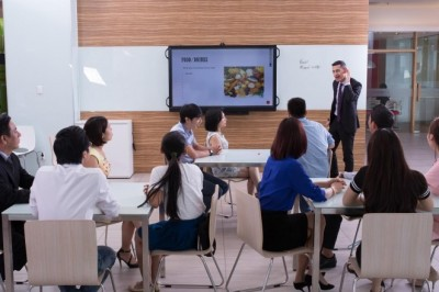 The viral and need for English centers in Vietnam